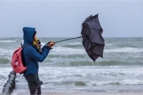 Belgia: Z powodu ryzyka burzy i podtopień aktywowano numer alarmowy 1722